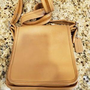 Vintage Caramel Coach crossbody purse